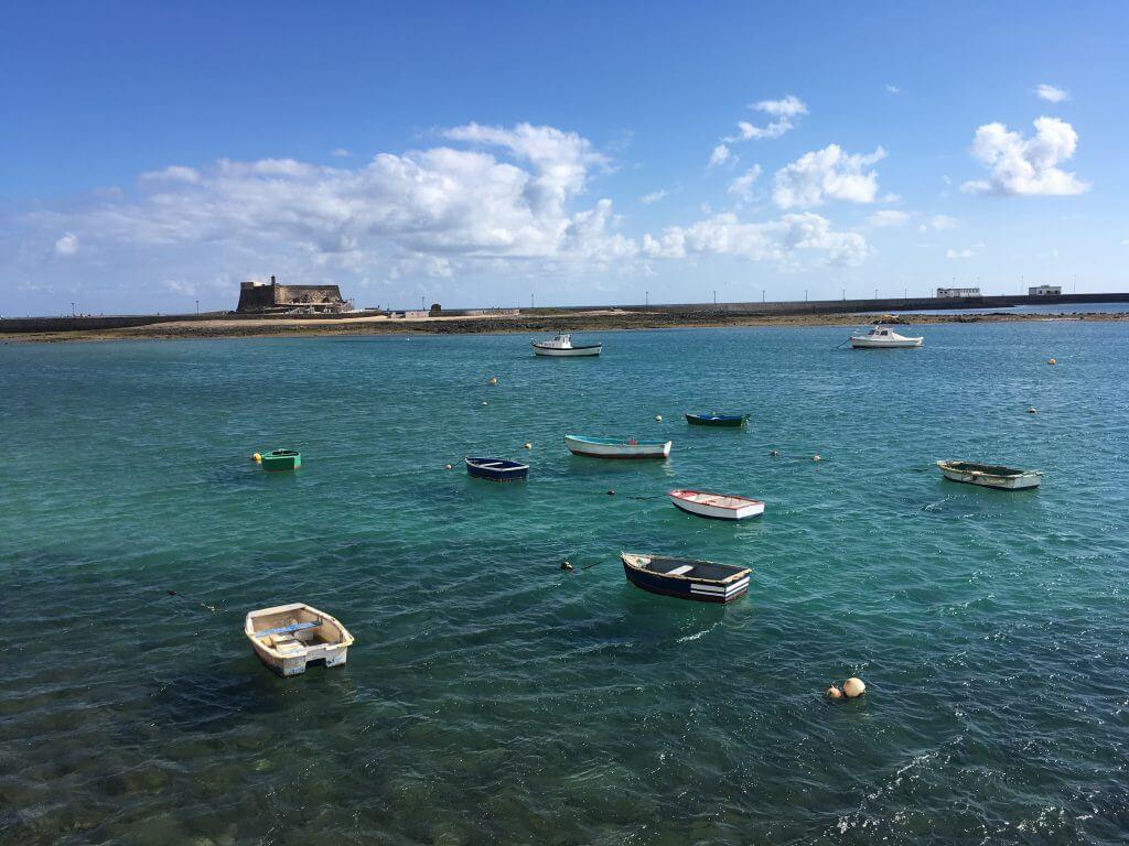 Zee met bootjes Lanzarote